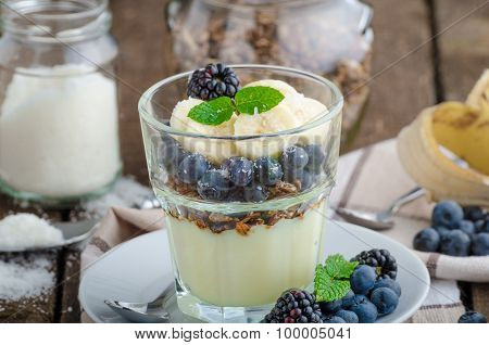 Vanilla Pudding With Berries