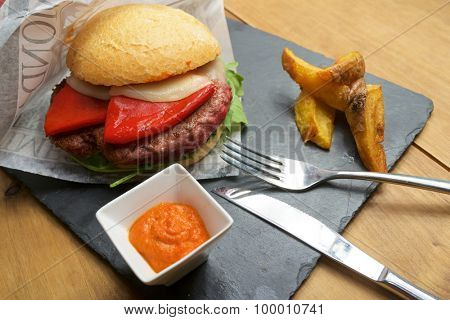 Beef burger with pepper and chips.