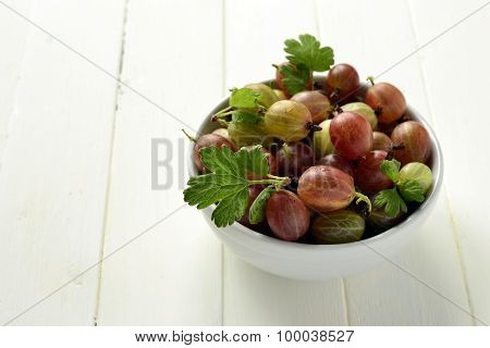 The organic gooseberries in a bowl