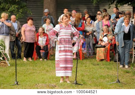 Orel, Russia - June 19, 2015: Orlovskaya Mozaika Music Fest: Girl In Traditional Russian Dress Singi