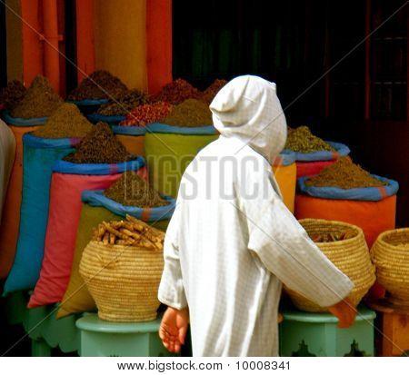 Spice market passer-by