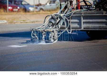 Teamwork: Pavement Asphalt Road Marking Paint and Striping with Thermoplastic Spray Applicator Machi