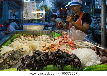 BANGKOK, THAILAND, JANUARY 13, 2015 : View on the stall of a seafood restaurant in the street (soi) 38 in the Thong Lor district, Bangkok, Thailand