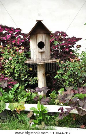 Wood Birdhouse Outdoor Garden