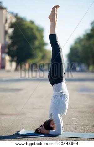Street Yoga: Salamba Sirsasana Pose