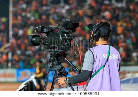 Sisaket Thailand-april 4: Cameraman During Thai Premier League Match Between Sisaket Fc And Thai Por