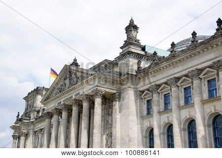 a photo of the Bundestag in Berlin