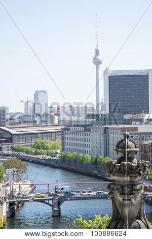 a nice photo of the skyline of Berlin