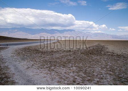 Dirt road, Badwater Basin