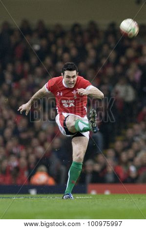 CARDIFF, WALES. 28 NOVEMBER 2009. Stephen Jones of Wales  while playing in the Invesco Perpetual International Rugby Union match between Wales and Australia at the Millennium Stadium.
