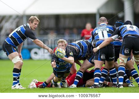 BATH, ENGLAND. 10 SEPTEMBER 2011 Bath's Michael Claassens, throws a pass during the Aviva Premiership match between Bath and Saracens at the Recreation Ground Bath England.