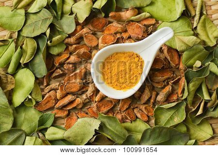 Dry Herbs Spicy ,turmeric Root And Powder With Makrut Lime