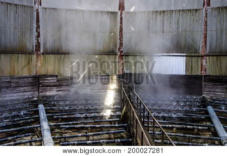 Electric power plant water cooling tower with water spray heads