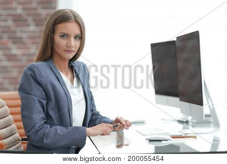 woman business Manager working at a computer