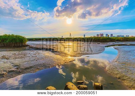 Scenic view of the Keelung river in Taipei during sunset