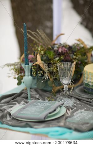 decorate Wedding plate and glass with beautiful winter flowers and snow