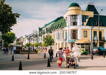 Brest, Belarus - June 6, 2017: People Resting Walking On Pedestrian Sovietskaya Street In Summer Sunny Day.