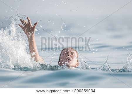 Woman drowns in the sea