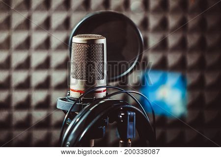 The microphone in the recording studio stands on the counter