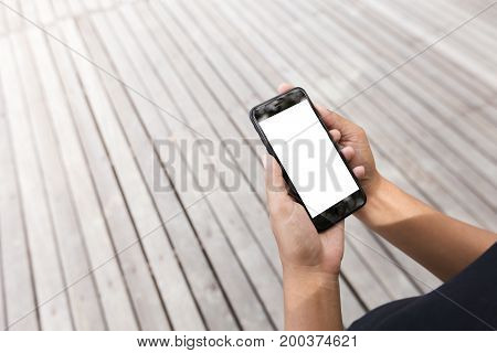 hand holding samrt phone showing white screen