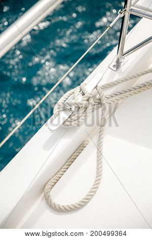 rope on sail boat in ocean tied in knot