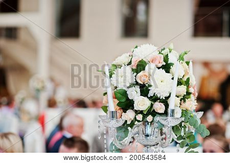 Gorgeous and elegant wedding floral decor indoor