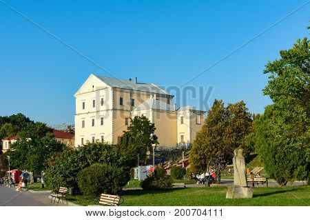 The castle originated as the residence of a Polish nobleman, Jan Amor Tarnowski, in 1540. Construction works 1540 1548 on the marshy bank of the Seret River were authorized by King Sigismund the Old.