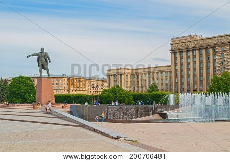 ST PETERSBURG RUSSIA - AUGUST 15 2017. Monument to Lenin on the background of the House of Soviets and singing fountains complex in St Petersburg Russia. St Petersburg Russia landmarks in cloudy day