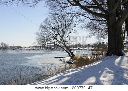 Ice and snow along Connecticut River shoreline
