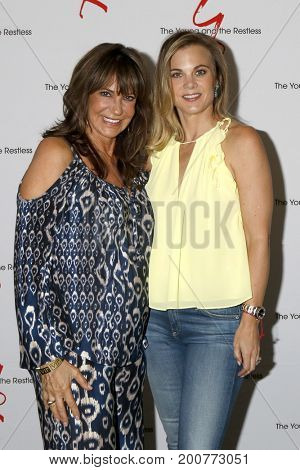 LOS ANGELES - AUG 19:  Jess Walton, Gina Tognoni at the Young and Restless Fan Event 2017 at the Marriott Burbank Convention Center on August 19, 2017 in Burbank, CA
