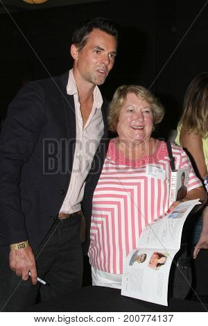 LOS ANGELES - AUG 19:  Jason Thompson, fans at the Young and Restless Fan Event 2017 at the Marriott Burbank Convention Center on August 19, 2017 in Burbank, CA