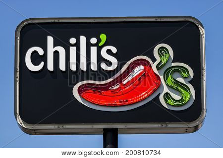 Ft. Wayne - Circa August 2017: Chili's Grill & Bar Casual Dining Restaurant. Chili's is known for its Baby Back Ribs