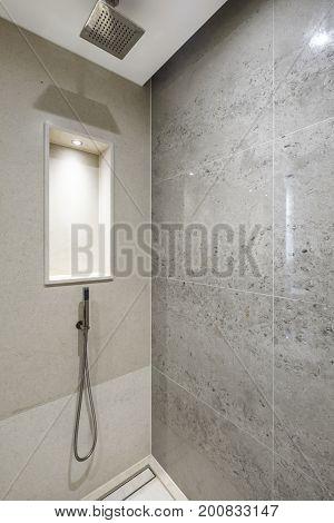 modern design shower corner with sedimented shell stone tiles