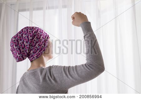 cancer woman feel strong and look somewhere at room