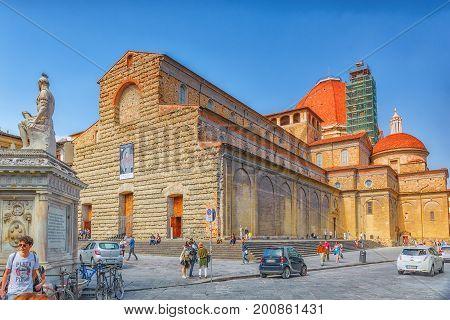 Florence, Italy - May 15, 2017 : Monument A Giovanni Delle Bande Nere Near Basilica Di San Lorenzo W