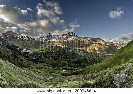 Gourette French.  Is a winter sports resort in the French Pyrenees. It is located in the commune of Eaux-Bonnes in the département of Pyrénées-Atlantiques, on the D 918 road which passes through the Col d'Aubisque mountain pass.