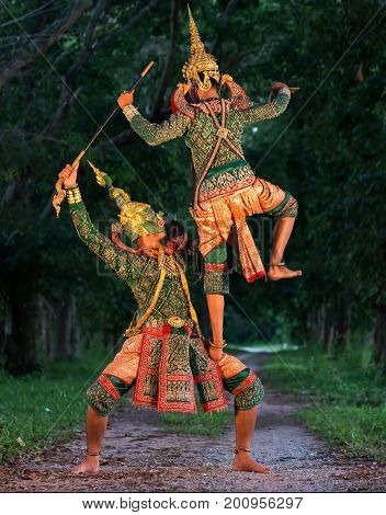 Thai culture dancing art in masked khon Ha-nu-man and Tos-sa-kanThat is high classical of dance in Thailand.