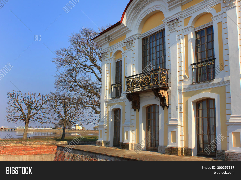 Awe Inspiring Royal Vacation House Image Photo Free Trial Bigstock Download Free Architecture Designs Scobabritishbridgeorg