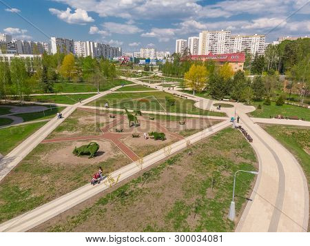 Moscow, Russia -may 7. 2019. Boulevard In 16 District Zelenograd After Reconstruction