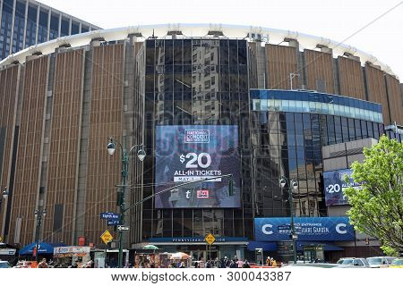 New York, Usa - April 29, 2019: Madison Square Garden And Pennsylvania Station With Unidentified Peo