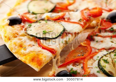 Vegetarian Pizza made from Mozzarella Cheese, Paprika, Tomatoes and Mushrooms