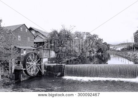 Old Grist Mill Water Wheel Pigeon Forge Tennessee In Black And White