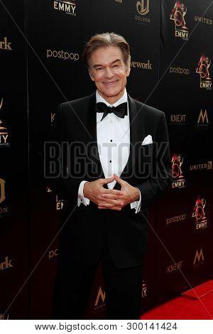 PASADENA - May 5: Dr. Mehmet Oz at the 46th Daytime Emmy Awards Gala at the Pasadena Civic Center on May 5, 2019 in Pasadena, California