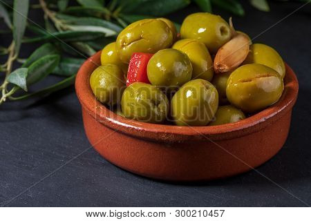 Clay Pot With Artisan Olives (preserved In Extra Olive Oil, Vinegar, Spices) With Red Peppers And Ga
