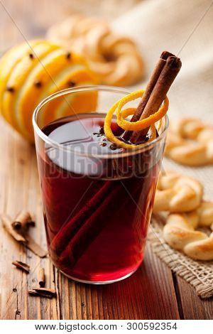 Warm red wine with spices and orange, served with cookies