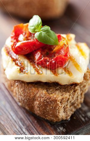 Whole grain rusk with grilled Halloumi cheese and sundried tomato
