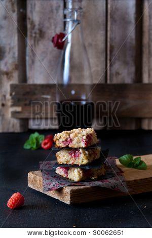 Quinoa with rhubarb crumble and raspberries