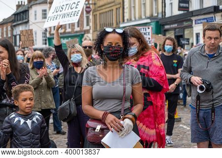Richmond, North Yorkshire, Uk - June 14, 2020: A Black Woman Wearing A Black Lives Matter Face Mask