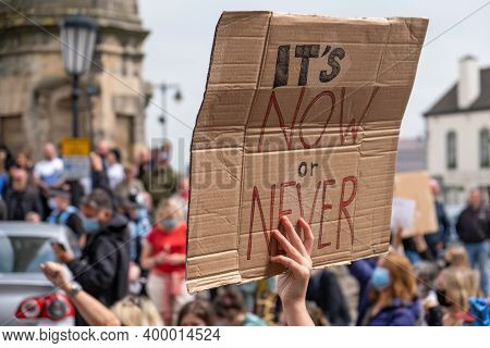 Richmond, North Yorkshire, Uk - June 14, 2020: A Close Up Of An Anti-racism Sign With A Crowd Of Pro