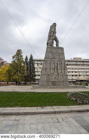 Montana, Bulgaria - November 22, 2020: Memorial Of September Uprising (1923) At The Center Of Town O